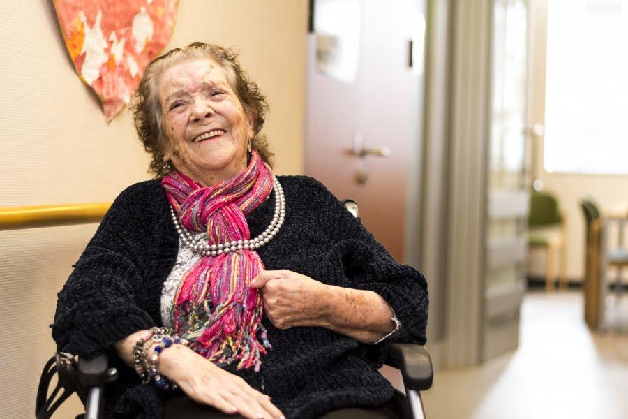 Fundación Maria Wolff y CEAFA acreditan la primera residencia libre de sujeciones farmacológicas